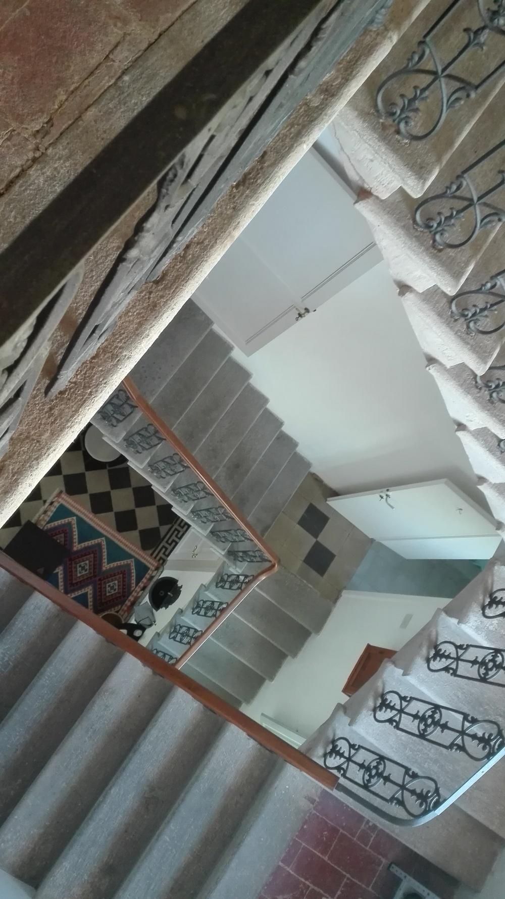 Treppenhaus einer Villa bei Pisa in der Toskana
