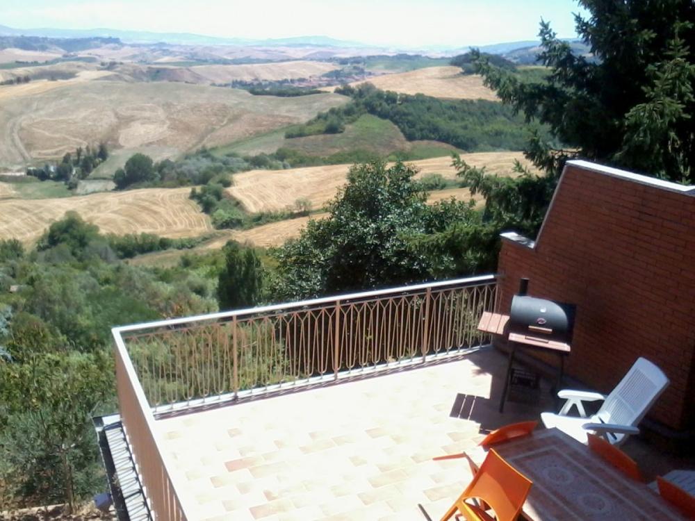 Terrasse von 50 m² Apartment mit Traumblick in Toskana-Landschaft