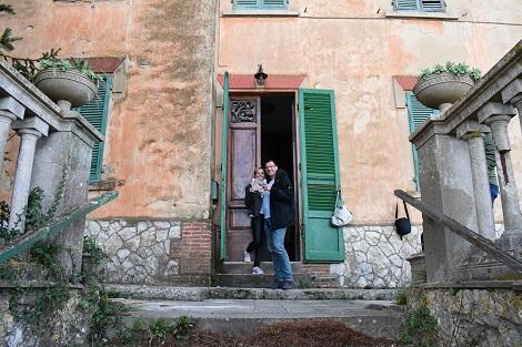 Der schönste Moment nach einem Hauskauf in der Toskana, das erste mal die eigene Tür aufschließen!