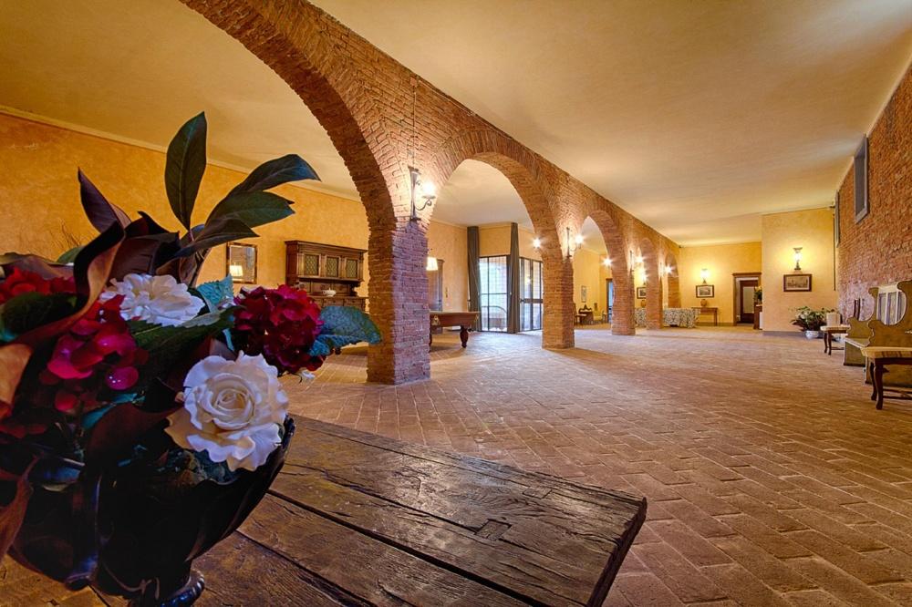 Nebengebäude mit Festsaal in Villa bei Pisa, Toskana