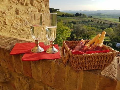 Hauseinweihung in der Toskana mit Prosecco und Traumblick!